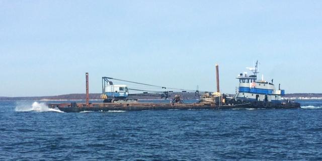 Dredging-barge-and-Tug-TCashel-IMG_1279-640x320